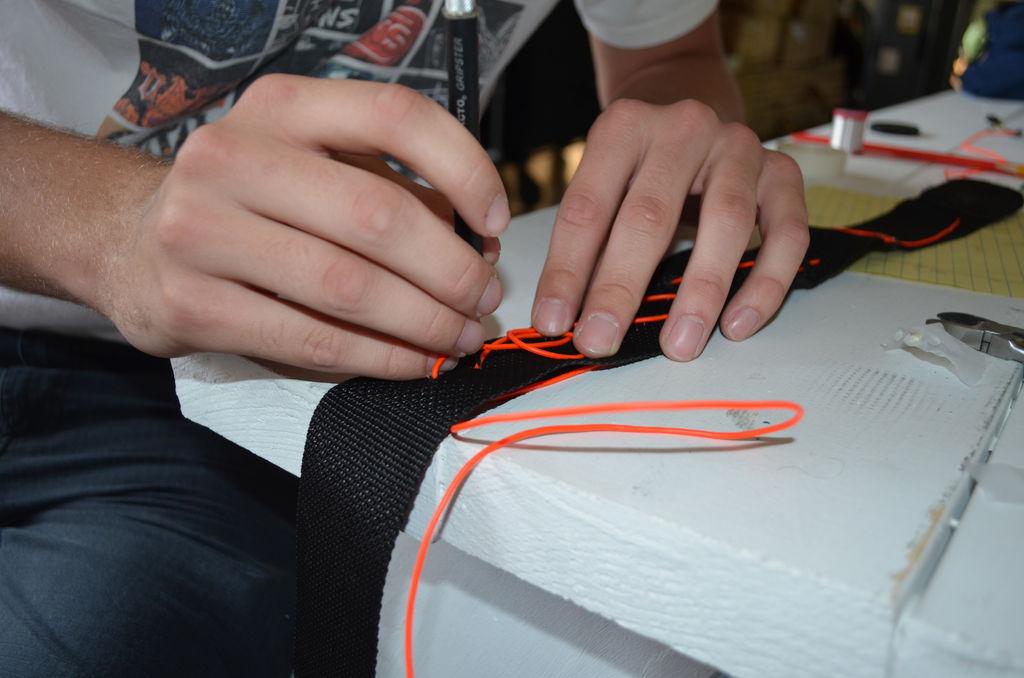 с леской неоновый шнур,