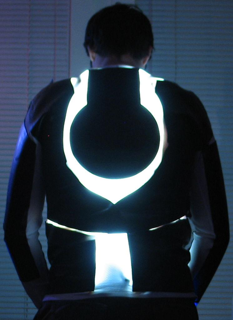Как сделать светящийся костюм своими руками 39